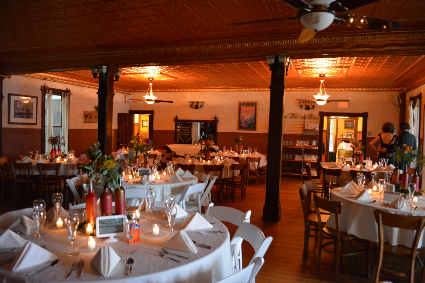 Dining room fit for the wedding of your dreams (Photo courtesy of The Woods Inn)